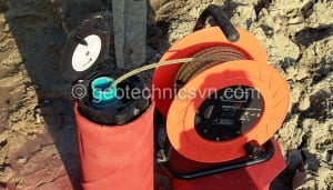 Máy đo mực nước và giếng quan trắc mực nước ngầm