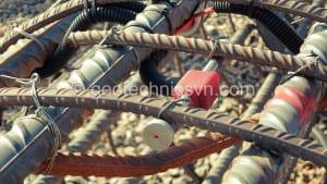 Lắp đặt thiết bị quan trắc ứng suất bê tông Strain Gauge