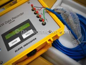 Kiểm tra piezometer bằng máy Data Recorder