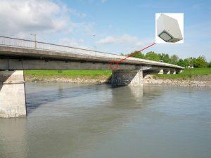 Thiết bị đo vận tốc, lưu lượng và mực nước RQ-30 lắp đặt trên thành cầu