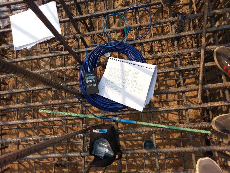 Thiết bị ứng suất cốt thép Rebar Strainmeter 4911-4, máy đọc GK-404 và bảng hiệu chuẩn