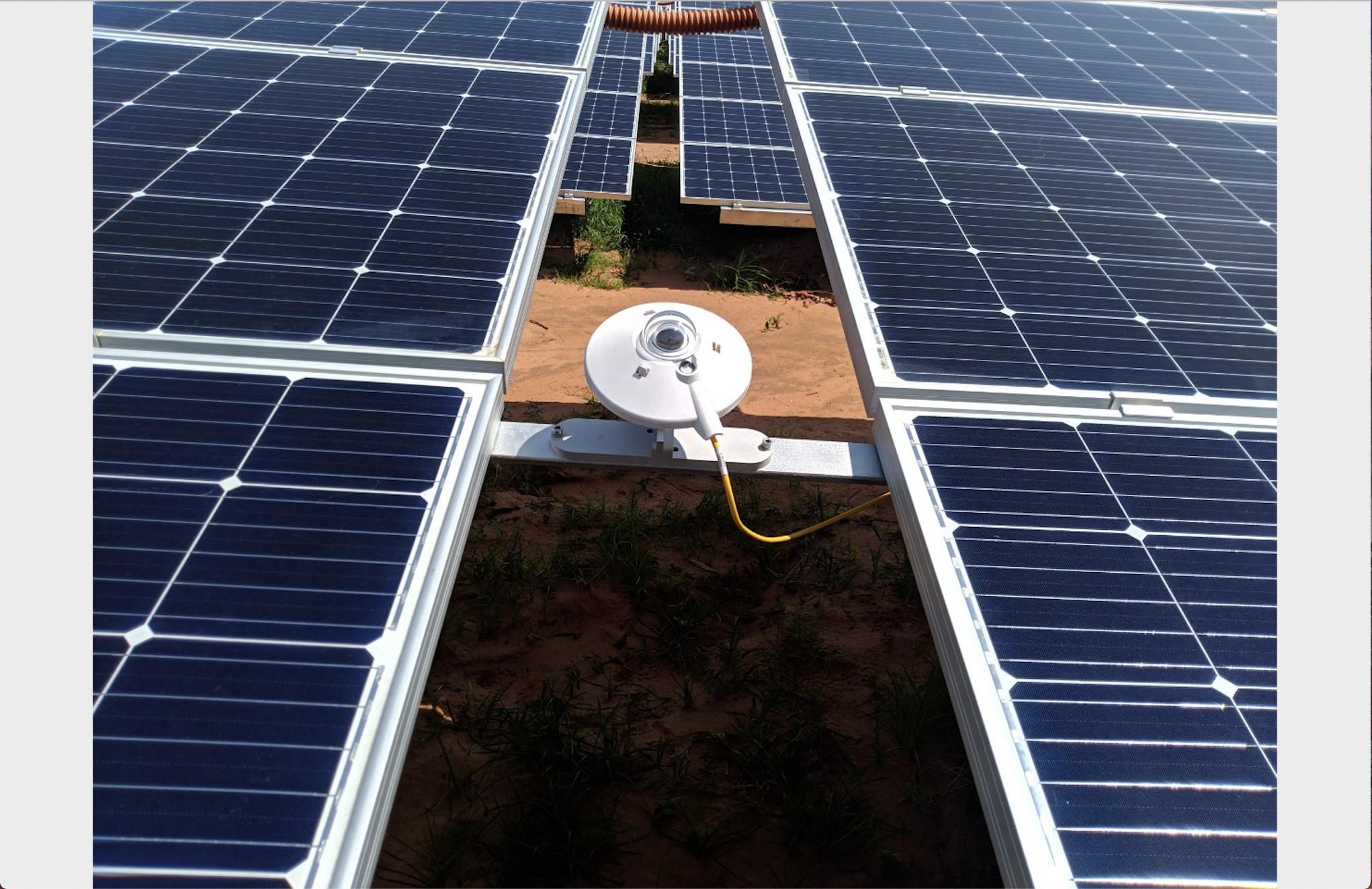 Lắp đặt thiết bị quan trắc điện mặt trời Ninh Thuận